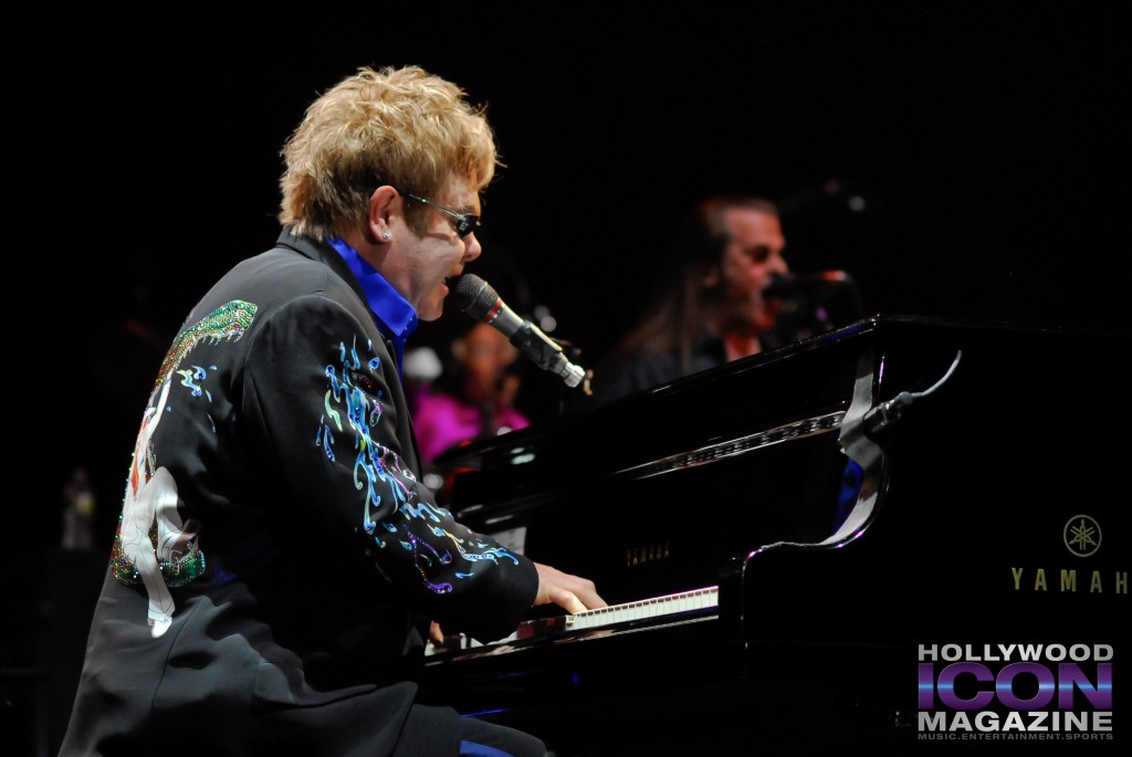 Sir Elton John Yakima Sundome © JB Brookman Hollywood Icon Magazine-12f