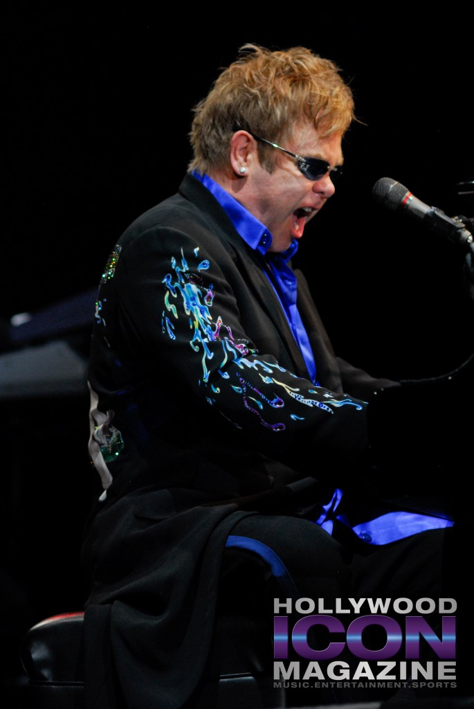 Sir Elton John Yakima Sundome © JB Brookman Hollywood Icon Magazine-19f