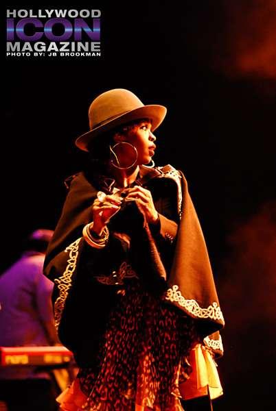 Ms-Lauryn-Hill-Santa-Barbara-Bowl-©-2011-JB-Brookman-Photography-24fhim