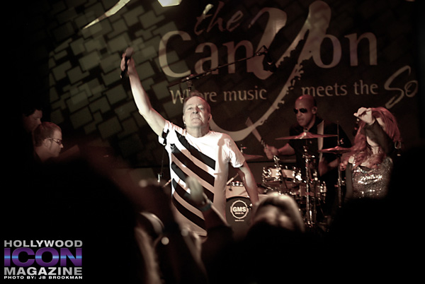 The-B-52s-Canyon-Club-©-2011-JB-Brookman-Photography-4fhim